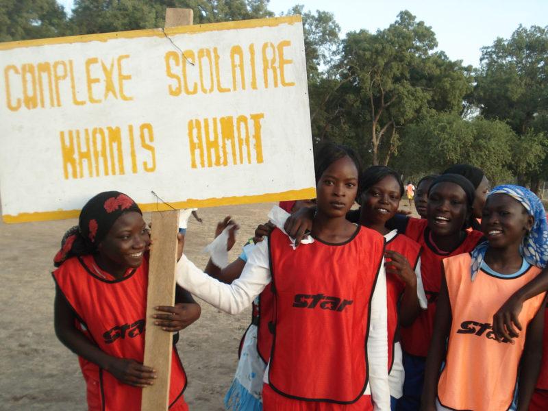 Image d'un groupe de jeunes étudiantes illustrant la rubrique Notre projet au Tchad